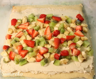 fruits roll cake3.jpg